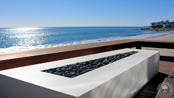 An elegant and modern fire pit to enjoy the Malibu sun