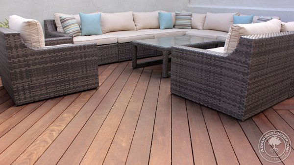The Ipe decking compliments the beautiful outdoor livingroom perfectly.