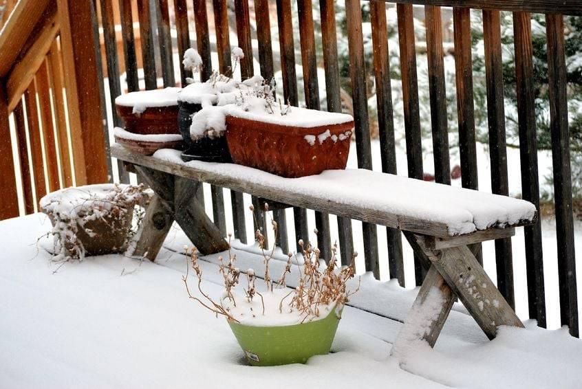 winter deck maintenance