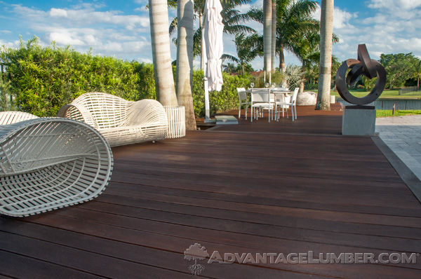 When it comes to choosing Massaranduba or Redwood, your choice should be simple! Here's why.